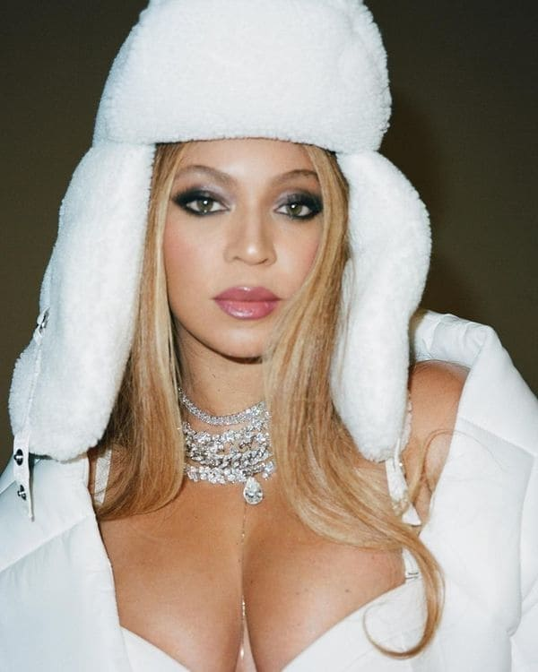 beyonce white winter coat hat cleavage sexy instagram