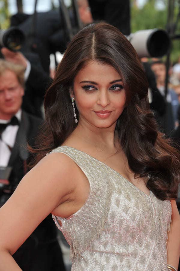 Aishwarya Rai sexy red carpet