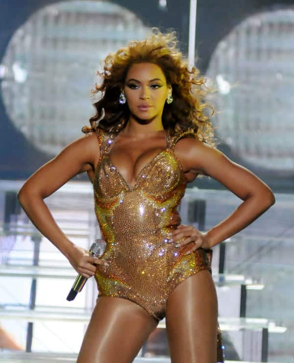 beyonce golden lingerie super bowl