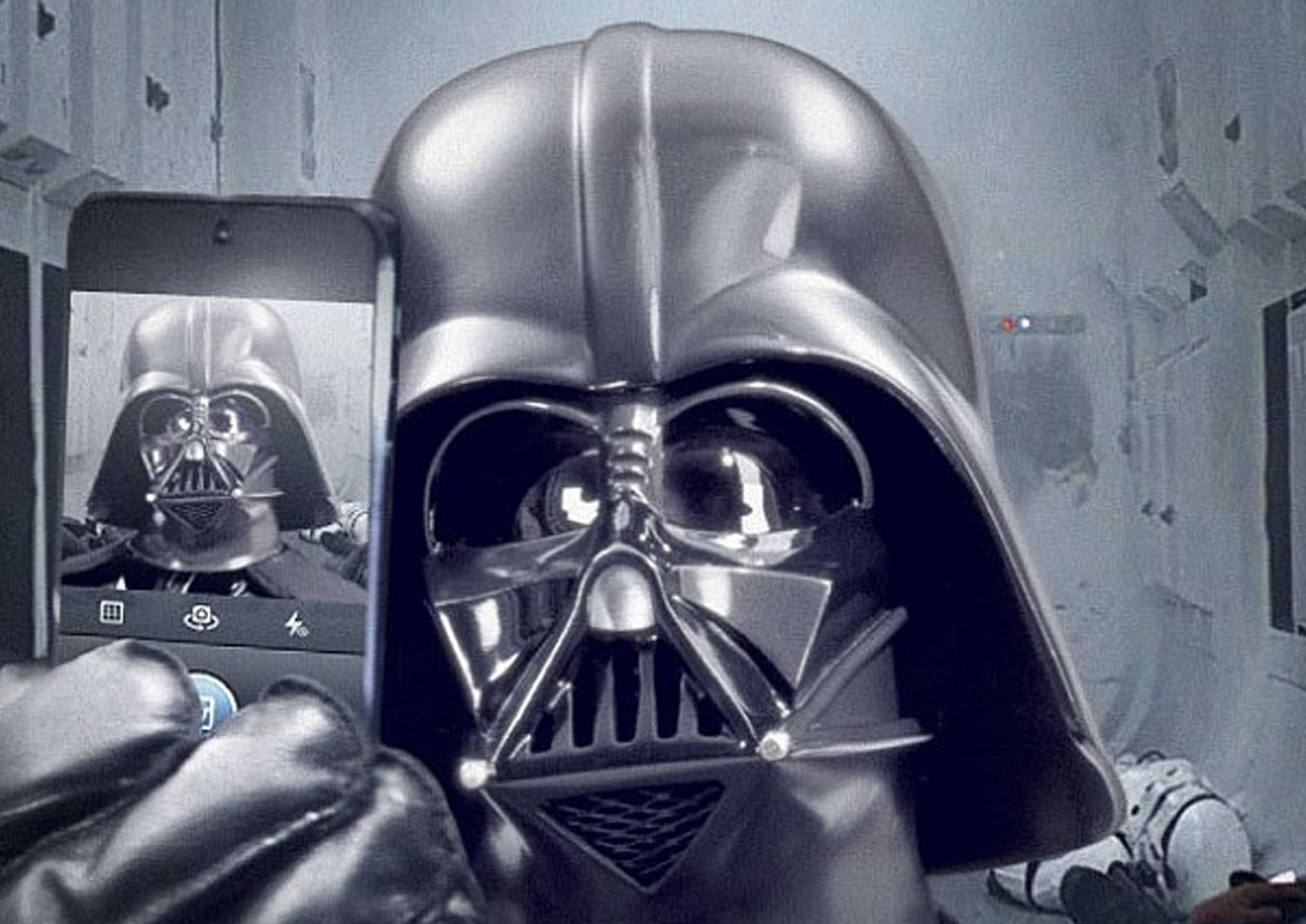 Fictitionial Character Selfies (20 PICTURES)
