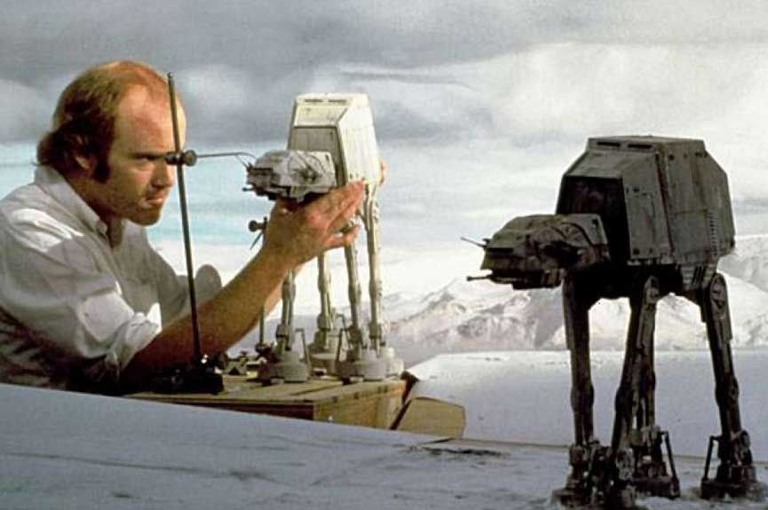 20 Amazing Behind The Scenes Photos From Special Effects