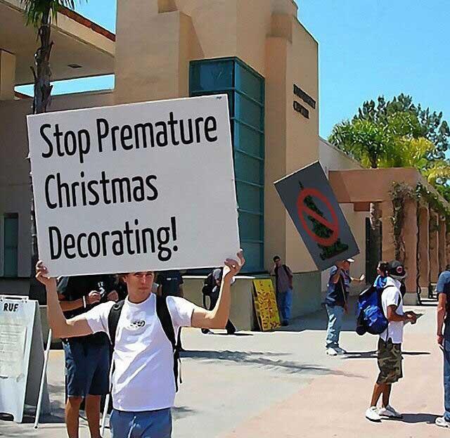 stop-premature-christmas-decorating