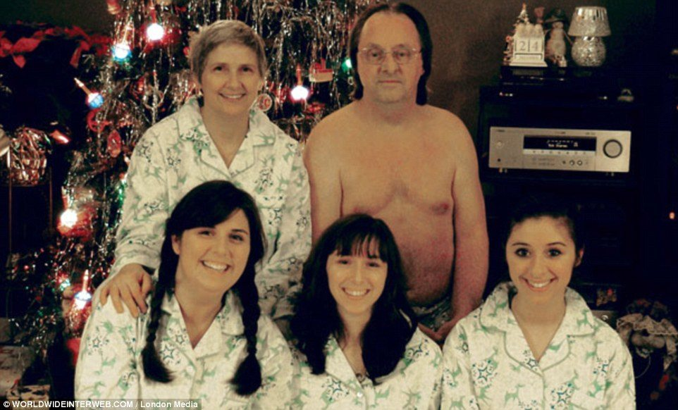 The 50 Most Awkward Christmas Family Photos