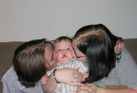 baby-kiss-funny-picture