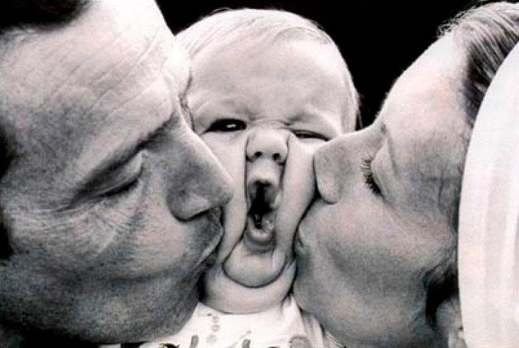 baby-kissing-funny-photo