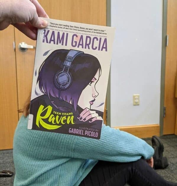 Bookface challenge, librarians and booksellers on instagram and Facebook, fun photos of books, literature porn, lit, reading, cool pics, cute, funny, faces, book covers