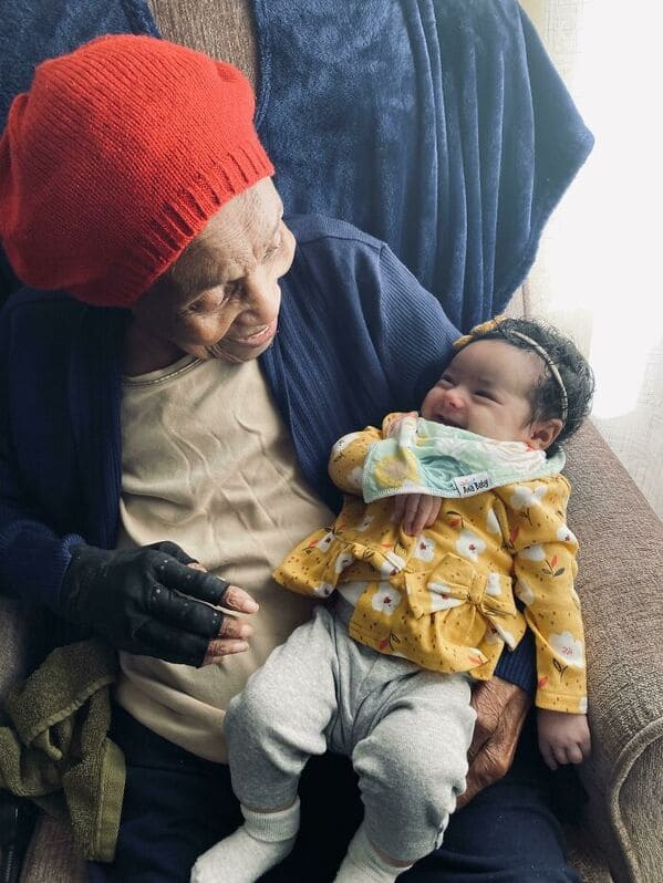 great grandmother with baby, Uplifting wholesome images, nice pictures of animals and people, humanity restored, wholesome pics, reddit, r wholesome, funny cute animals, feeling good